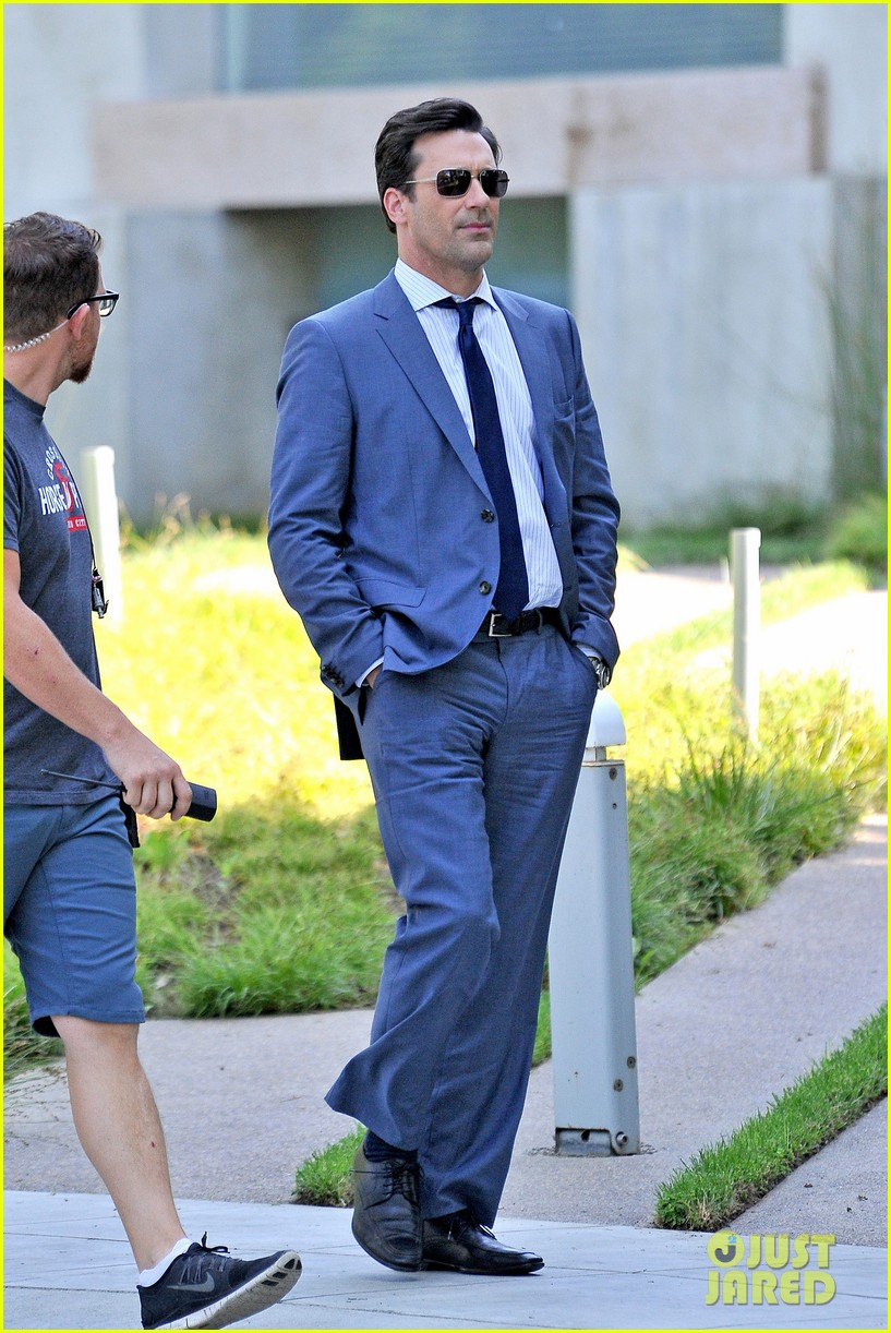 jon hamm sports million dollar look for million dollar arm 162918962