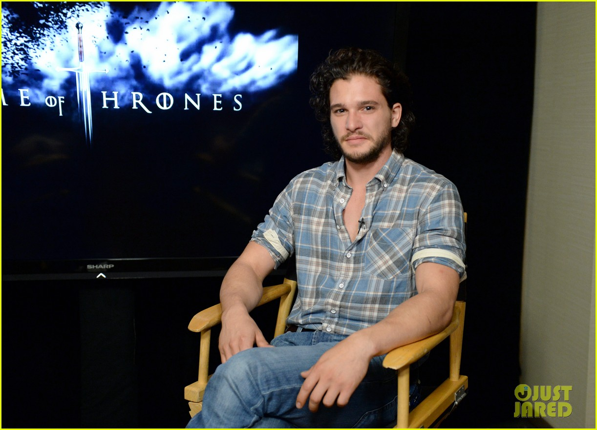 kit harington norman reedus wired cafe at comic con 03