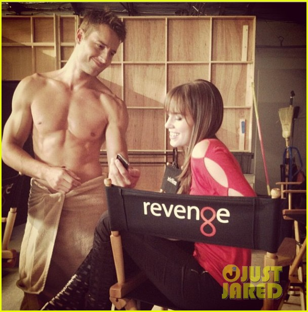 justin hartley goes shirtless for revenge season three 02