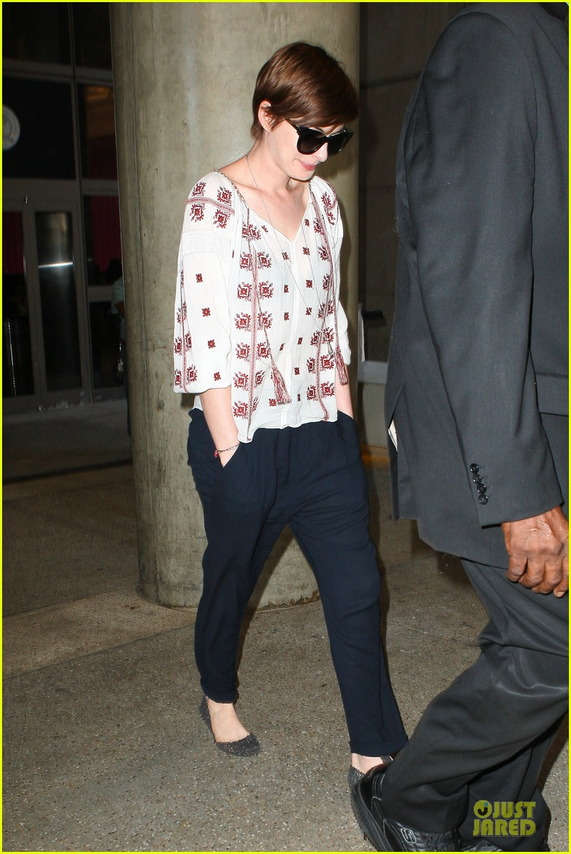 anne hathaway lax arrival after independence day weekend 072906330