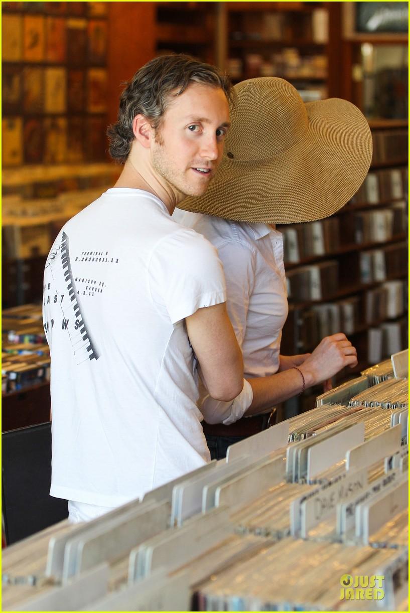 anne hathaway adam shulman search for vintage vinyl records 042906697