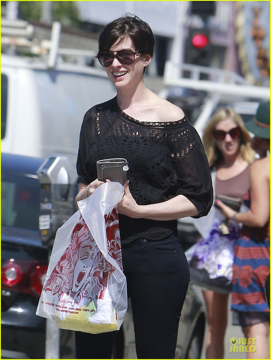 anne hathaway wasteland shopping with adam shulman 122914849