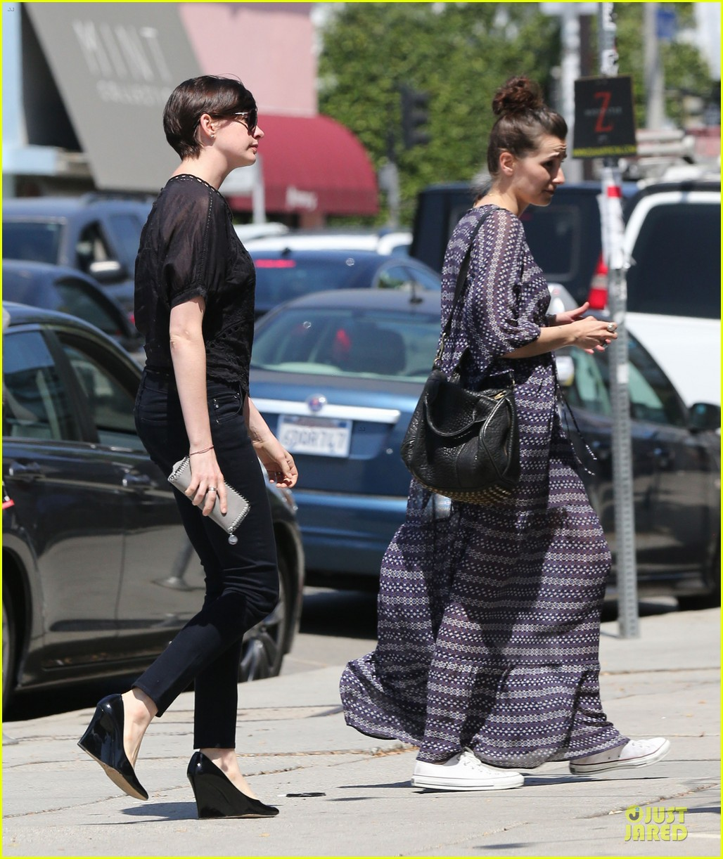anne hathaway wasteland shopping with adam shulman 172914854