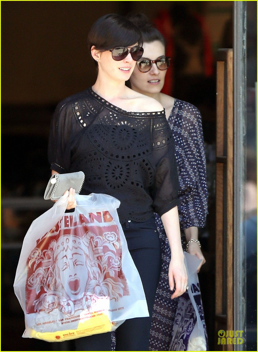 anne hathaway wasteland shopping with adam shulman 182914855