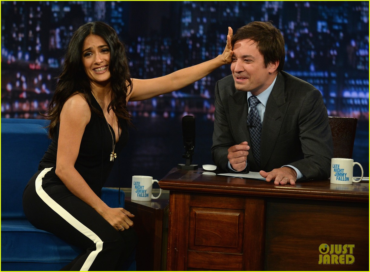 salma hayek plays beer pong on late night with jimmy fallon 06