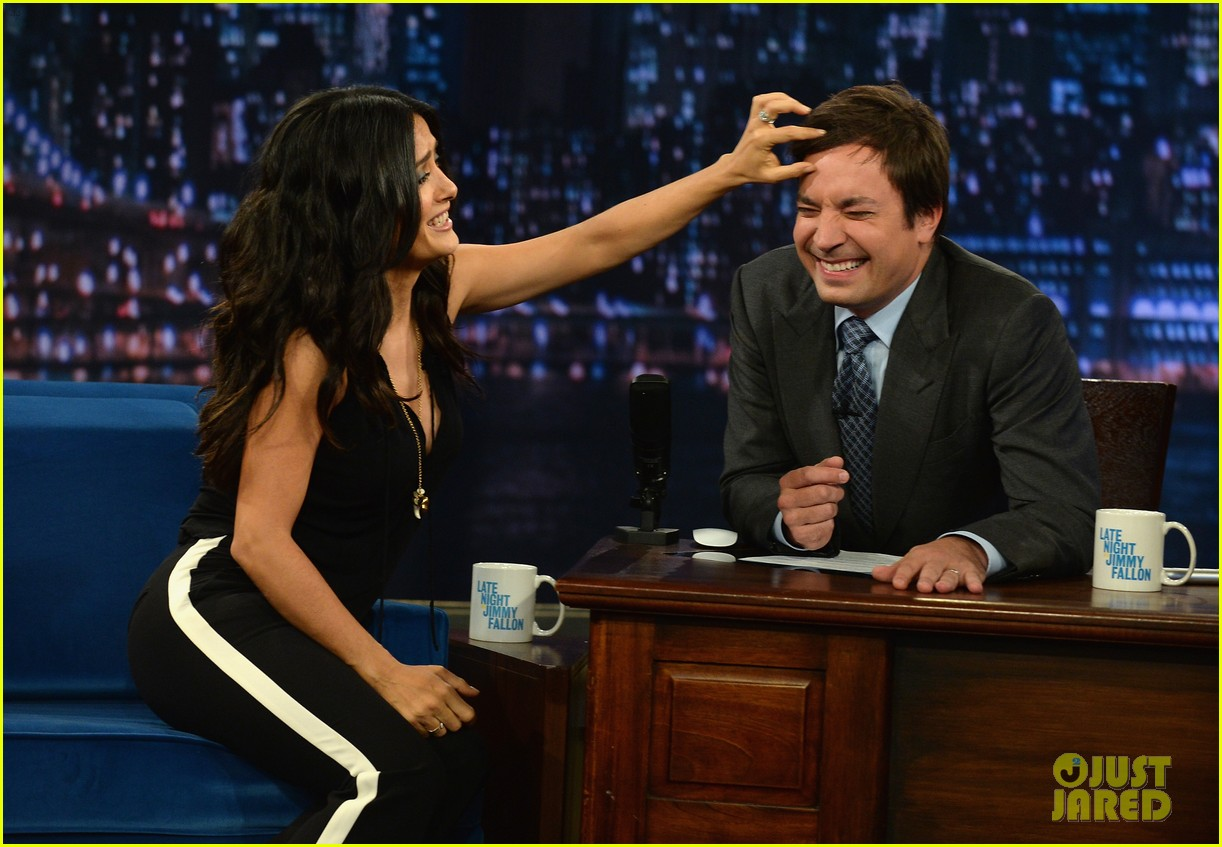 salma hayek plays beer pong on late night with jimmy fallon 092908222