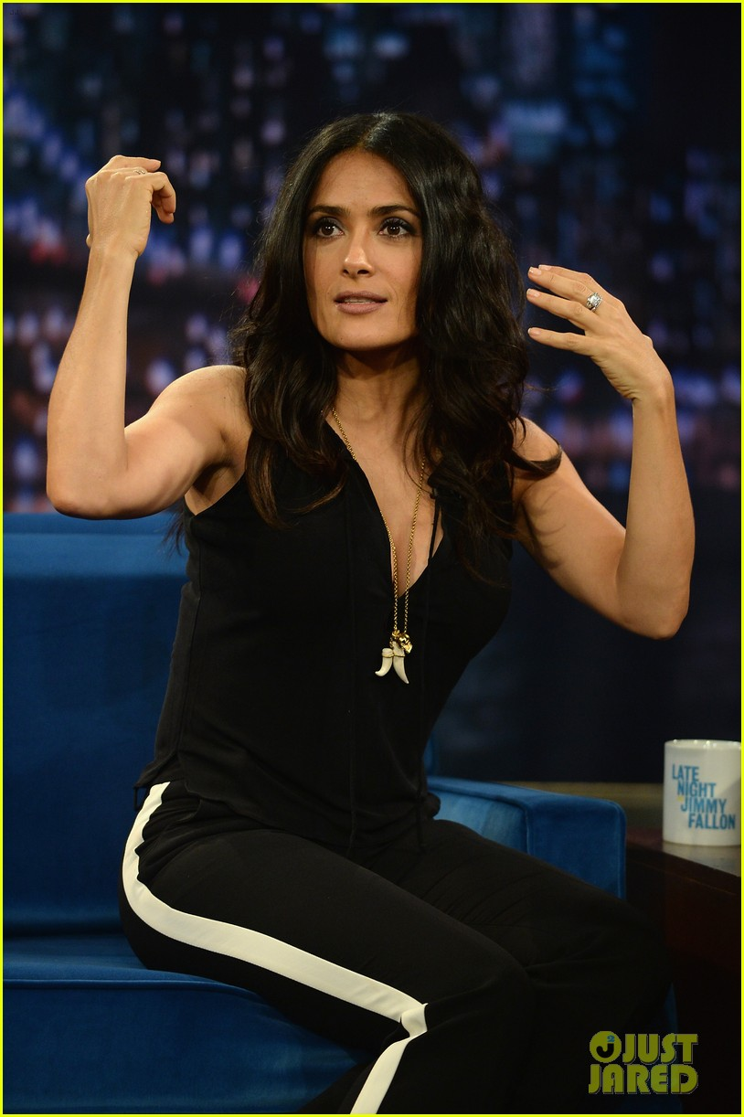 salma hayek plays beer pong on late night with jimmy fallon 122908225