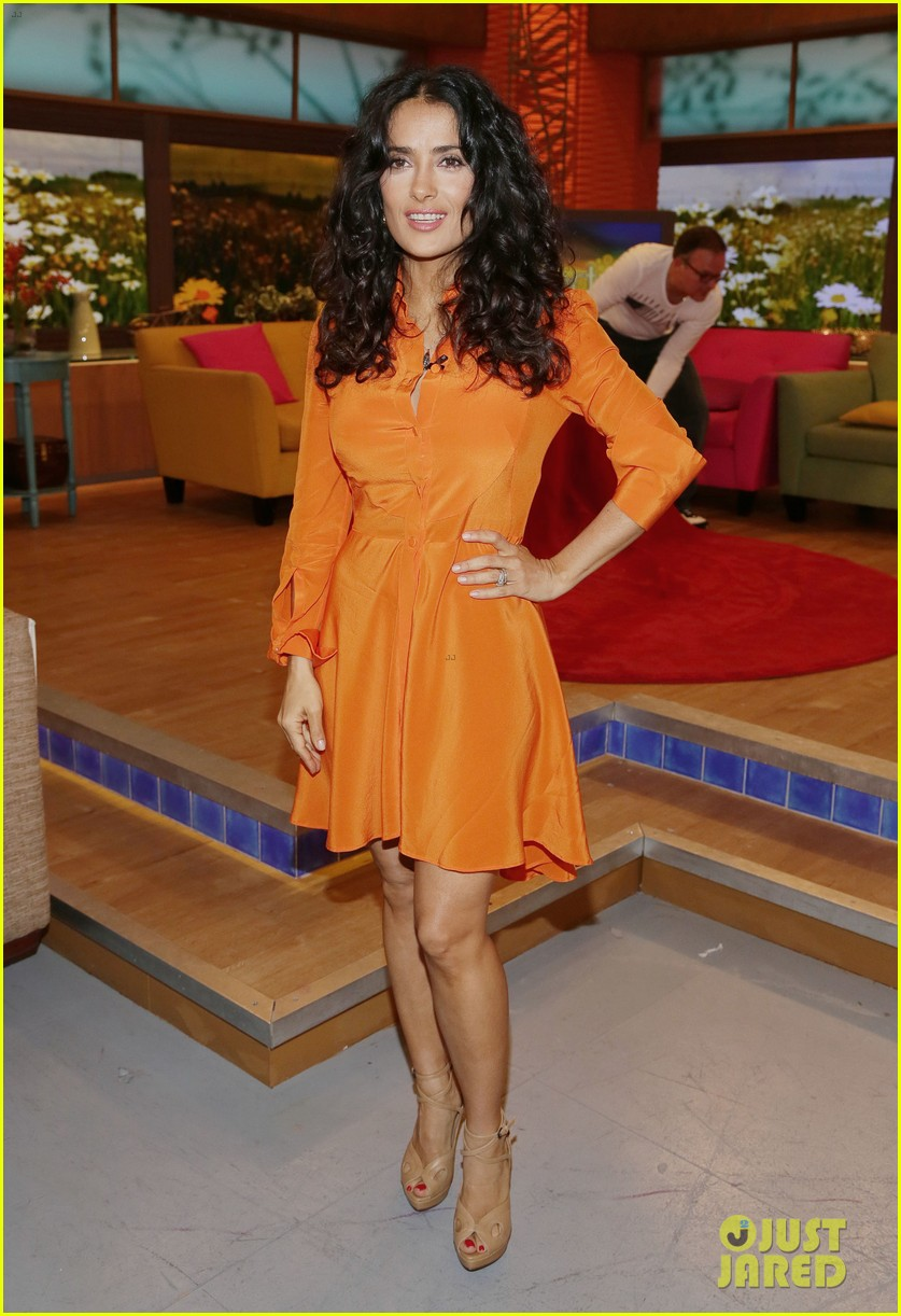 salma hayek adam sandler promote grown ups 2 on desperiata america 012906064