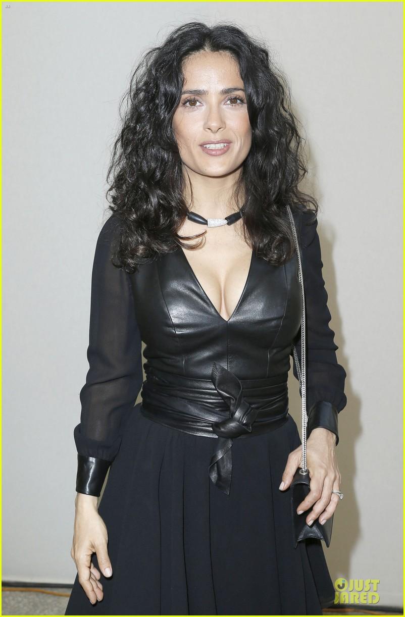 salma hayek francois henri pinault yves saint laurent paris fashion show 04