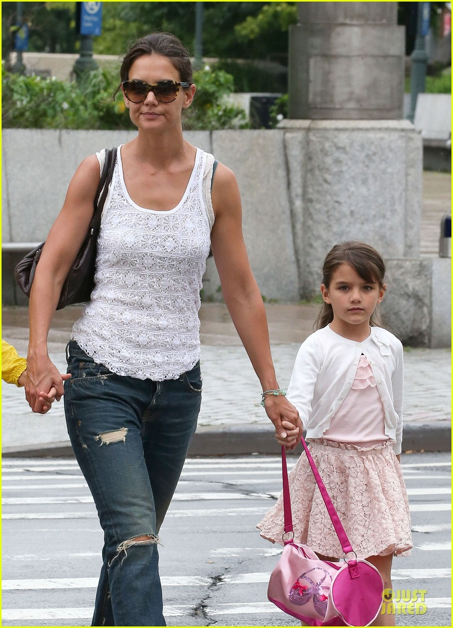 katie holmes outfit change after suri gymnastics class 022908684