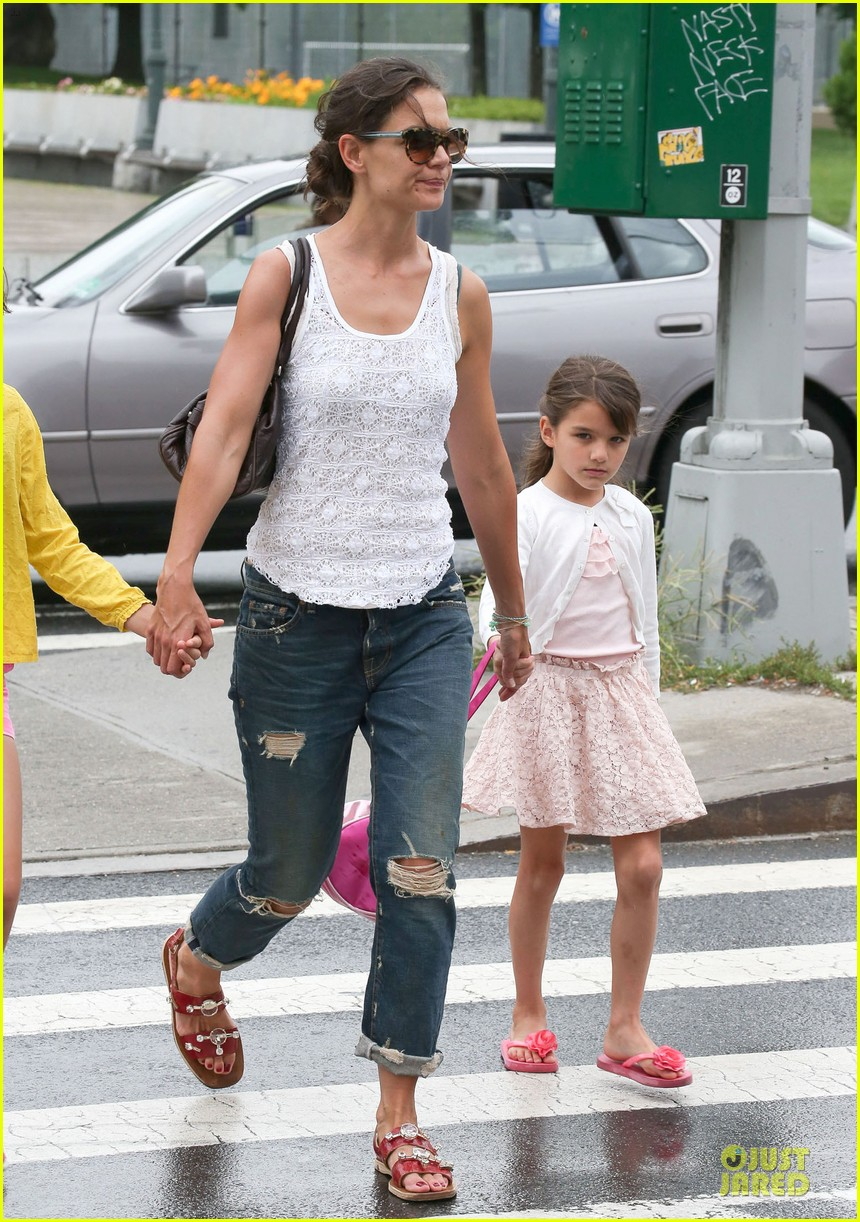 katie holmes outfit change after suri gymnastics class 052908687