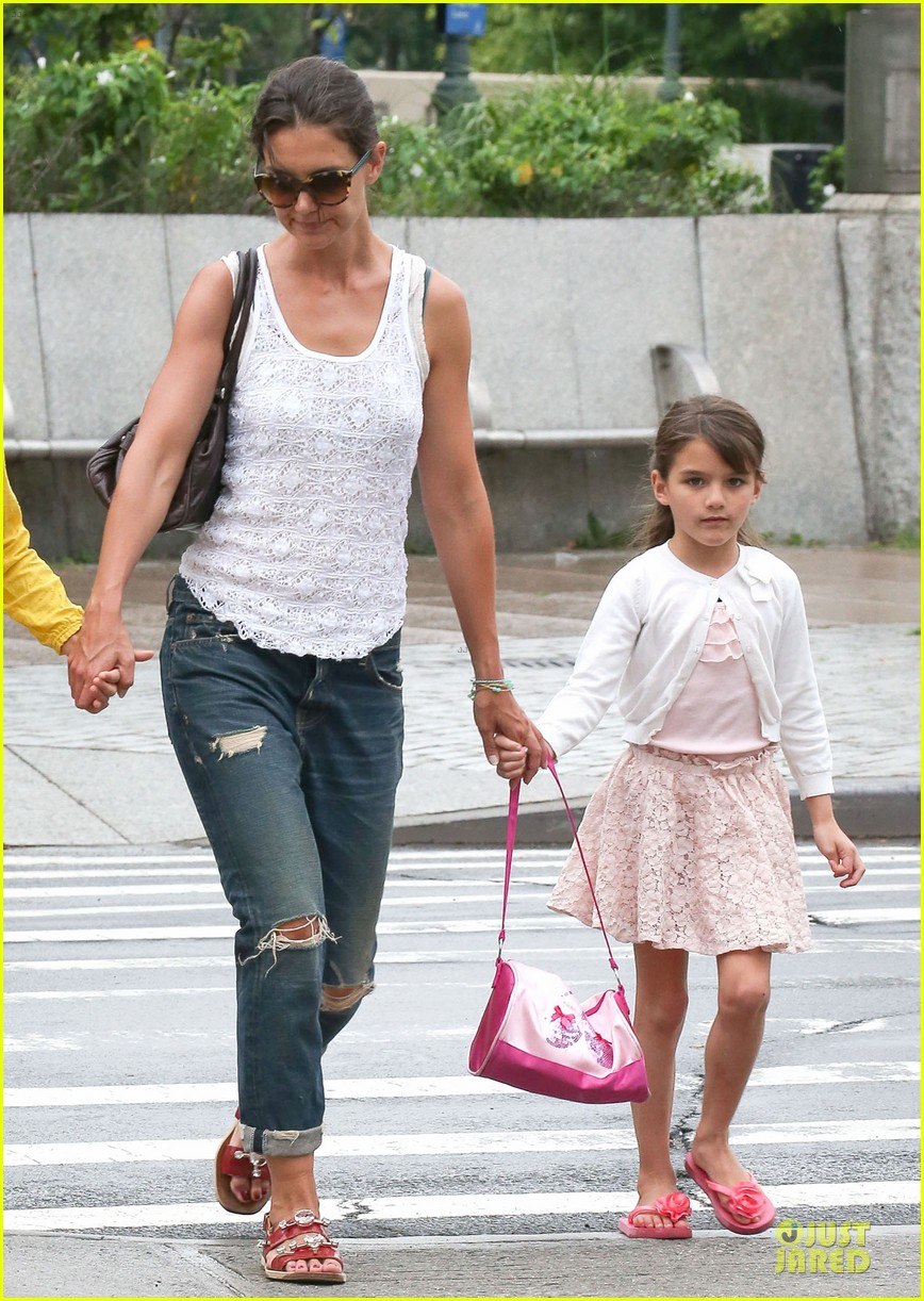 katie holmes outfit change after suri gymnastics class 06