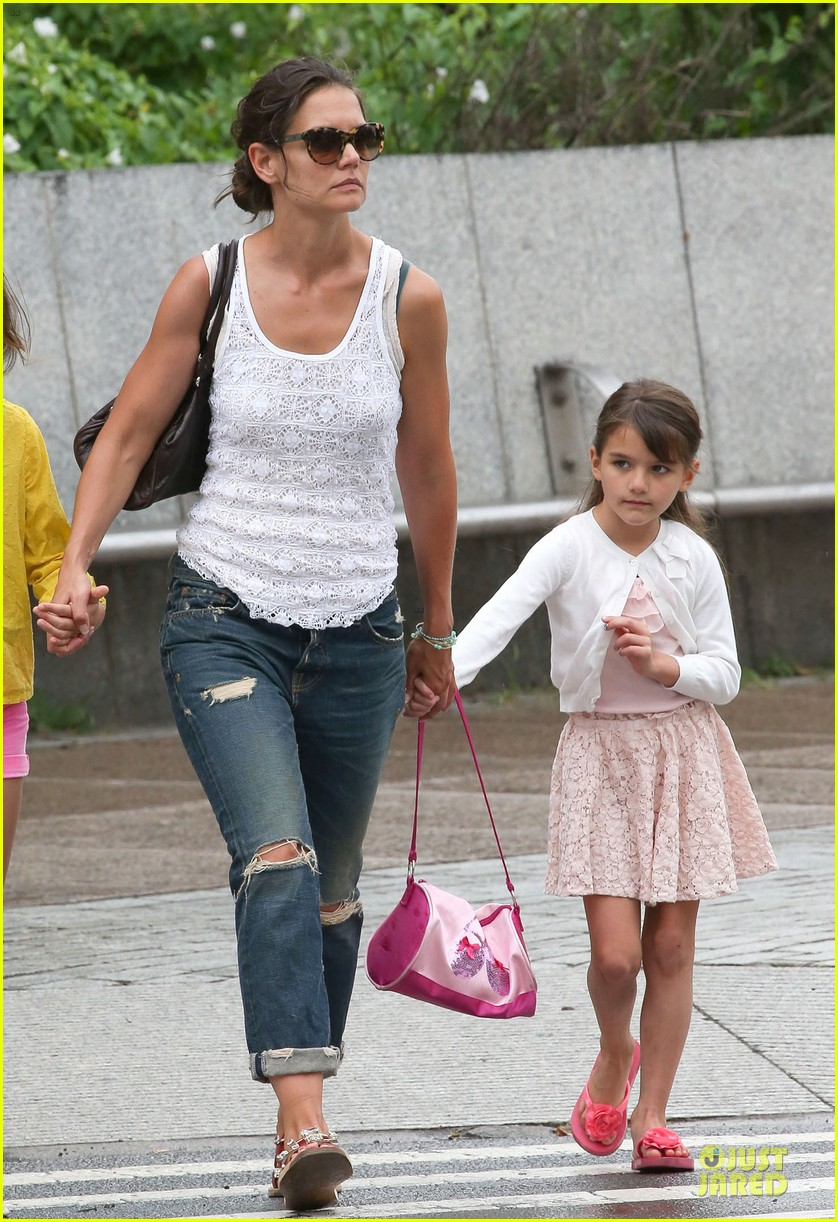 katie holmes outfit change after suri gymnastics class 082908690