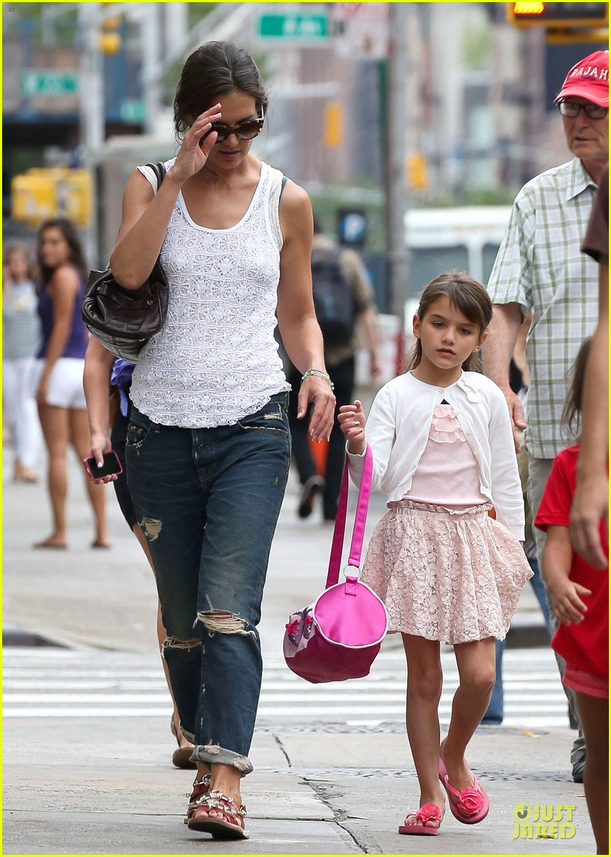 katie holmes outfit change after suri gymnastics class 092908691