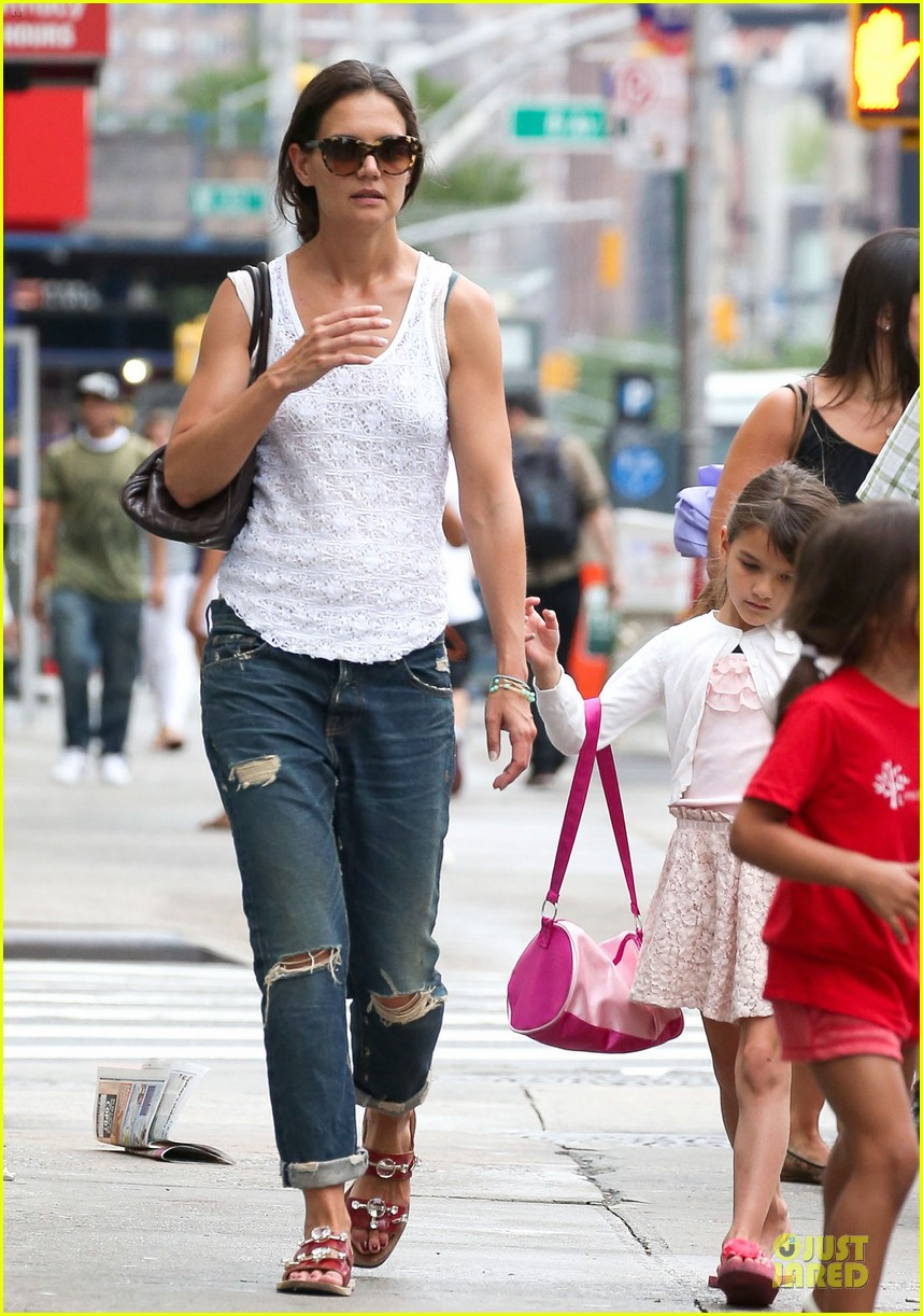 katie holmes outfit change after suri gymnastics class 112908693