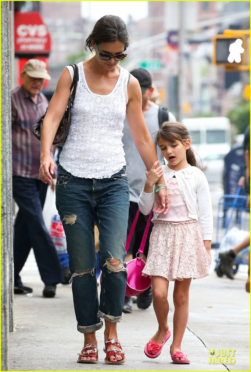 katie holmes outfit change after suri gymnastics class 122908694
