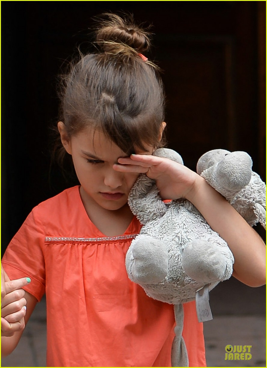 katie holmes suri shop for home furnishings 04
