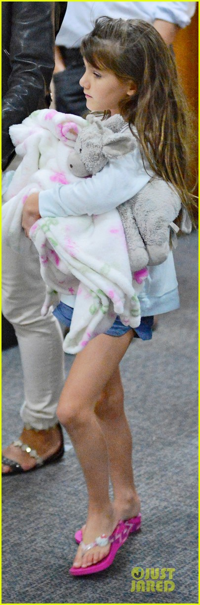 katie holmes suri hold hands after rare lax landing 052914814