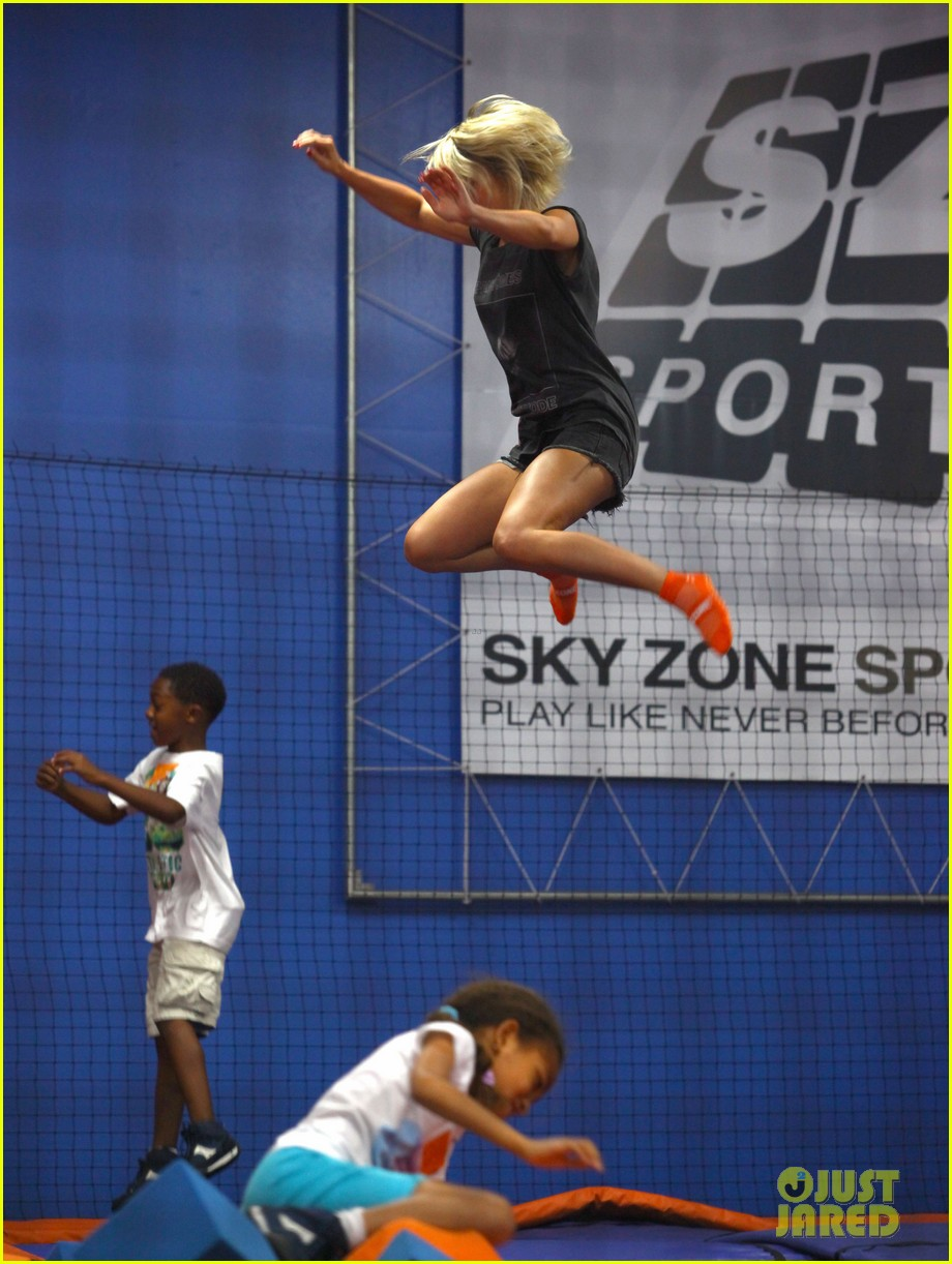 julianne hough tumbles in the air at trampoline park 132908437