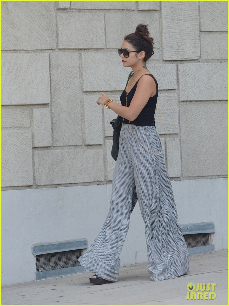 vanessa hudgens shows off new shorter hair 012903289