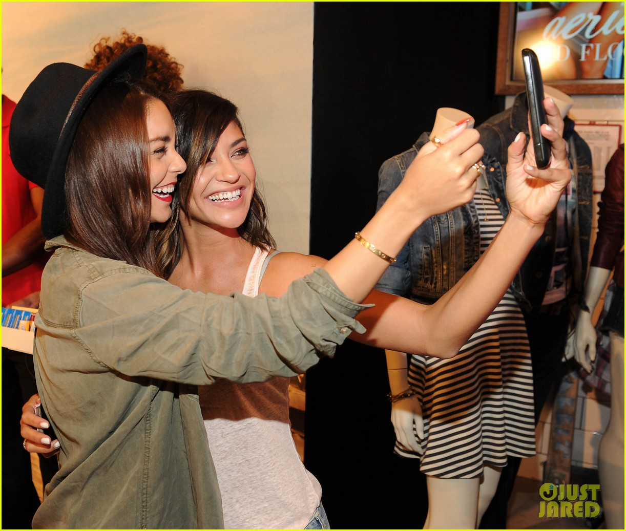 vanessa hudgens ae rock your walk launch austin butler 20