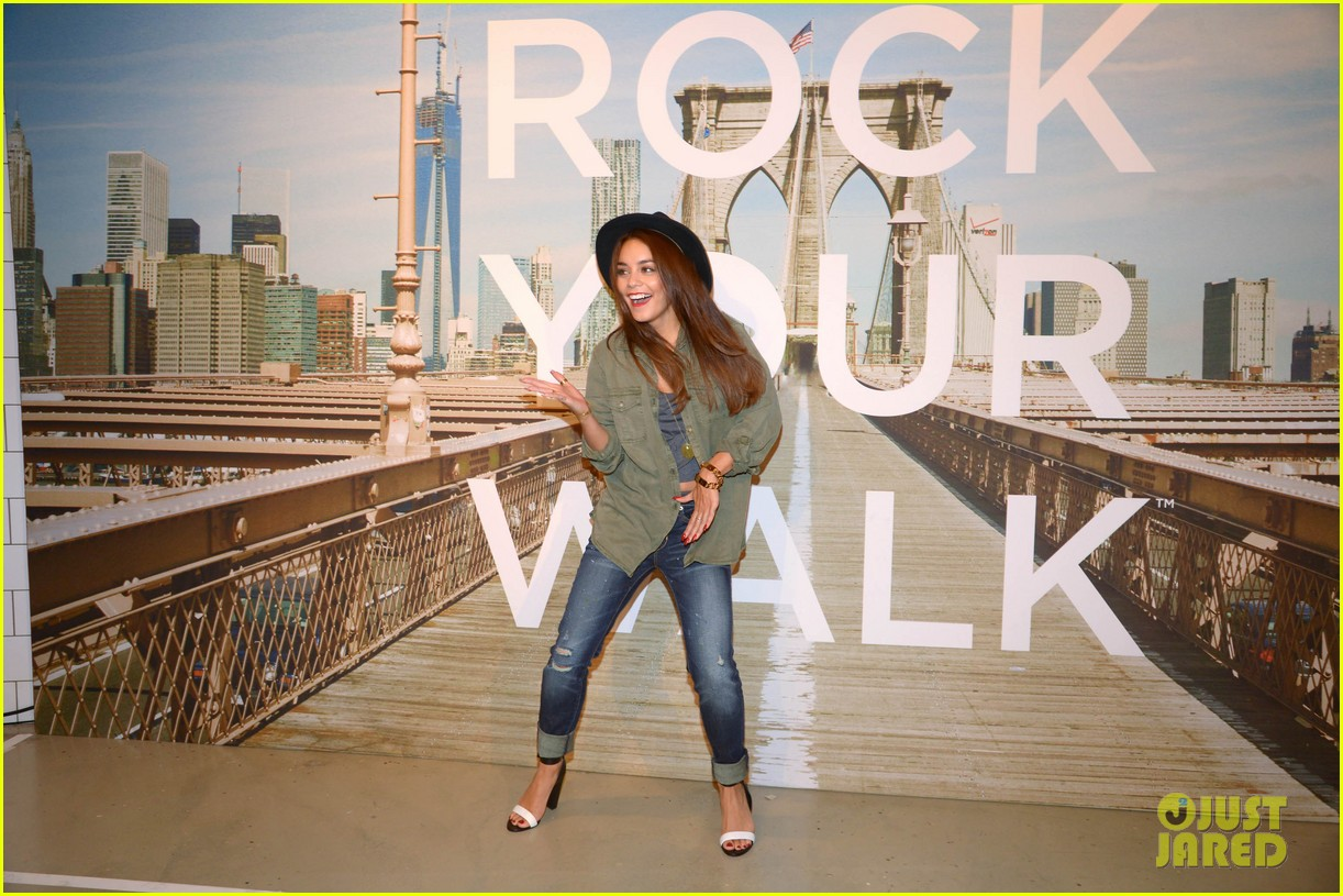 vanessa hudgens ae rock your walk launch austin butler 25
