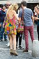 kate hudson matt bellamy fan friendly in rome 14