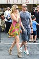 kate hudson matt bellamy fan friendly in rome 17