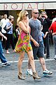 kate hudson matt bellamy fan friendly in rome 22