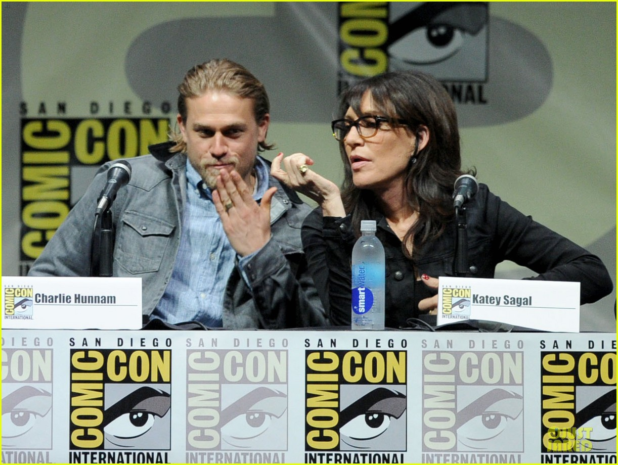 charlie hunnam son of anarchy panel at comic con 022914228