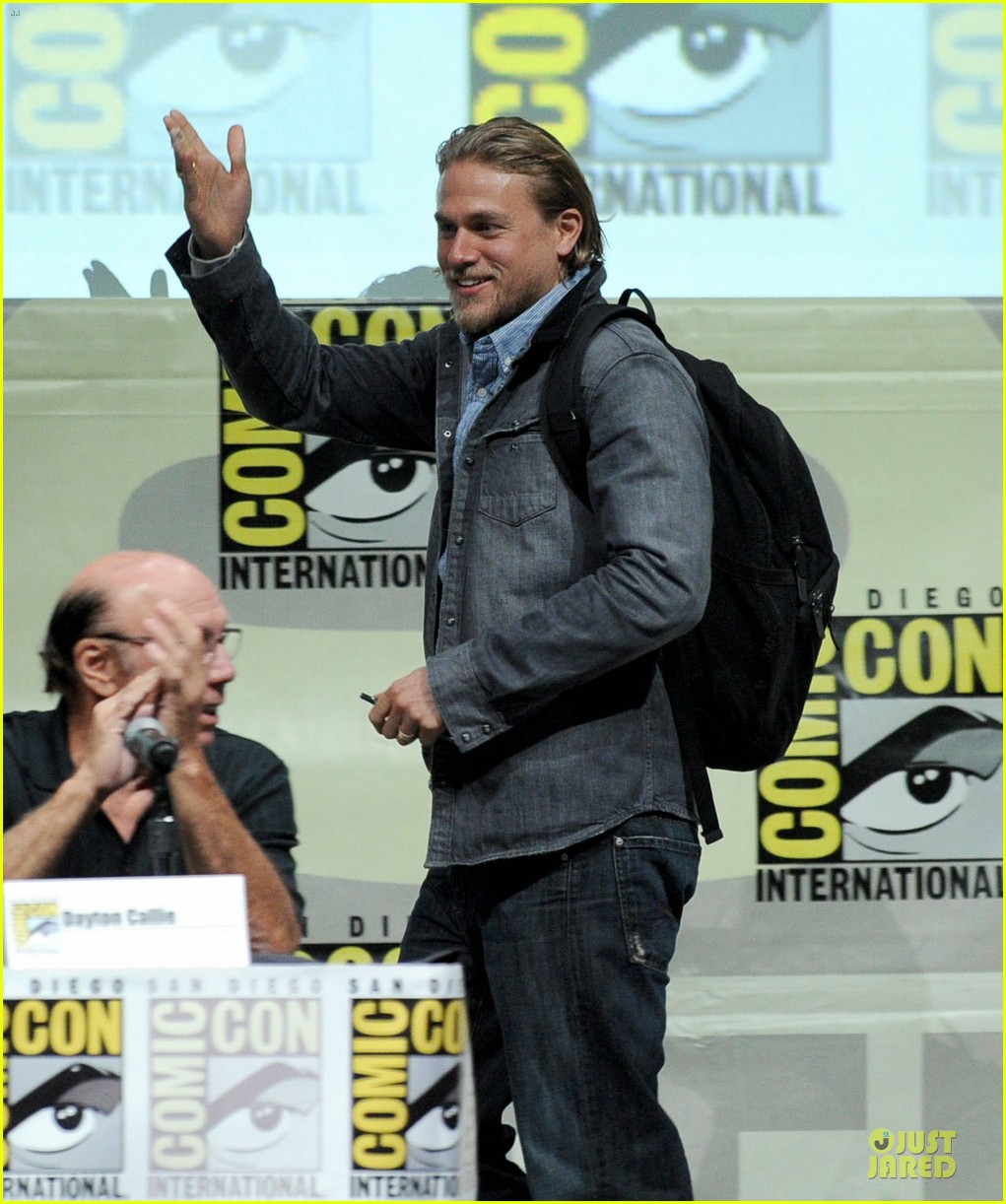 charlie hunnam son of anarchy panel at comic con 072914233