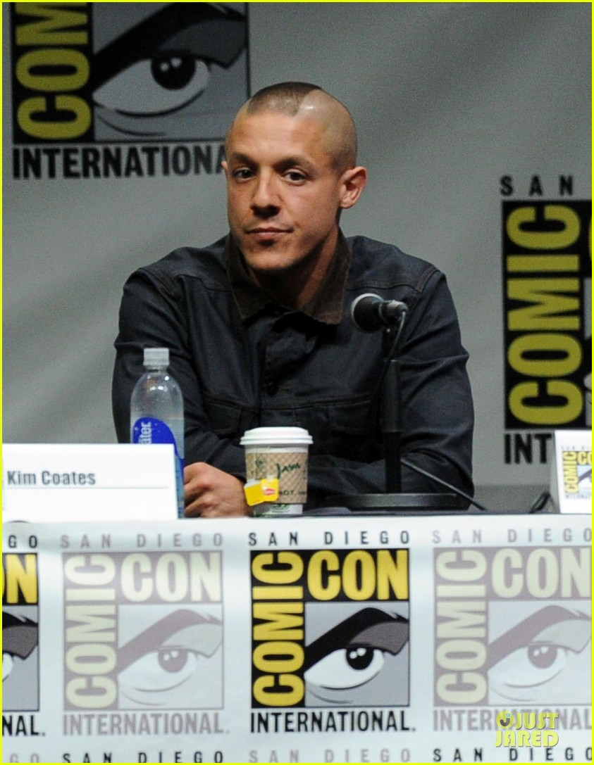 charlie hunnam son of anarchy panel at comic con 092914235