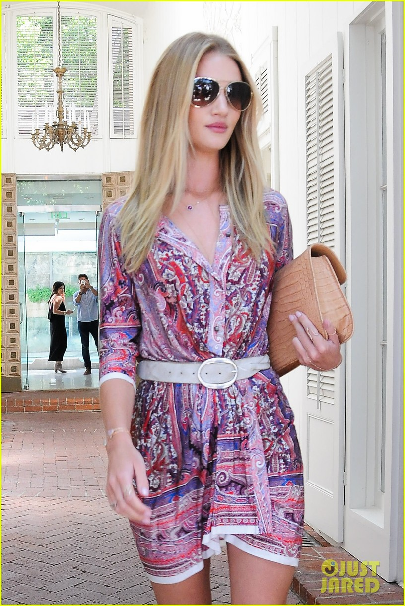 rosie huntington whiteley continues shopping for new home 022917013