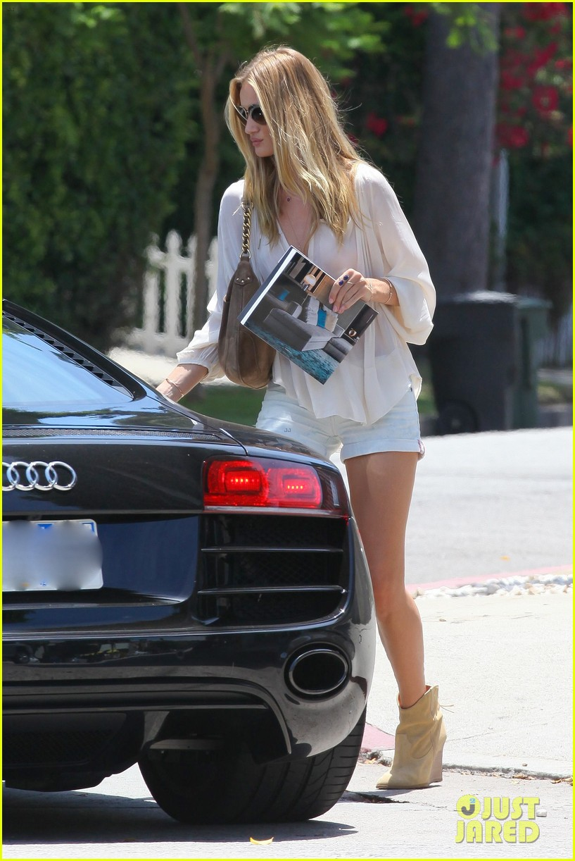 rosie huntington whiteley continues shopping for new home 082917019