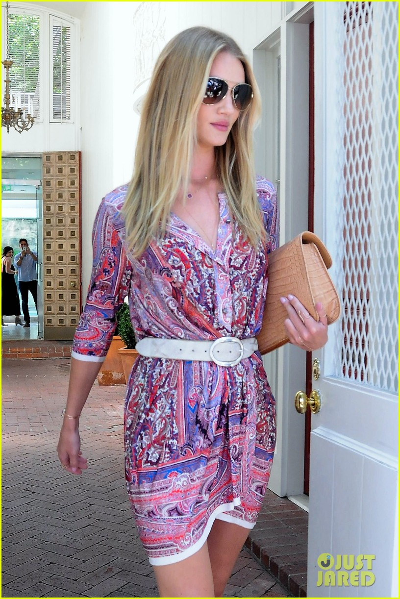 rosie huntington whiteley continues shopping for new home 122917023