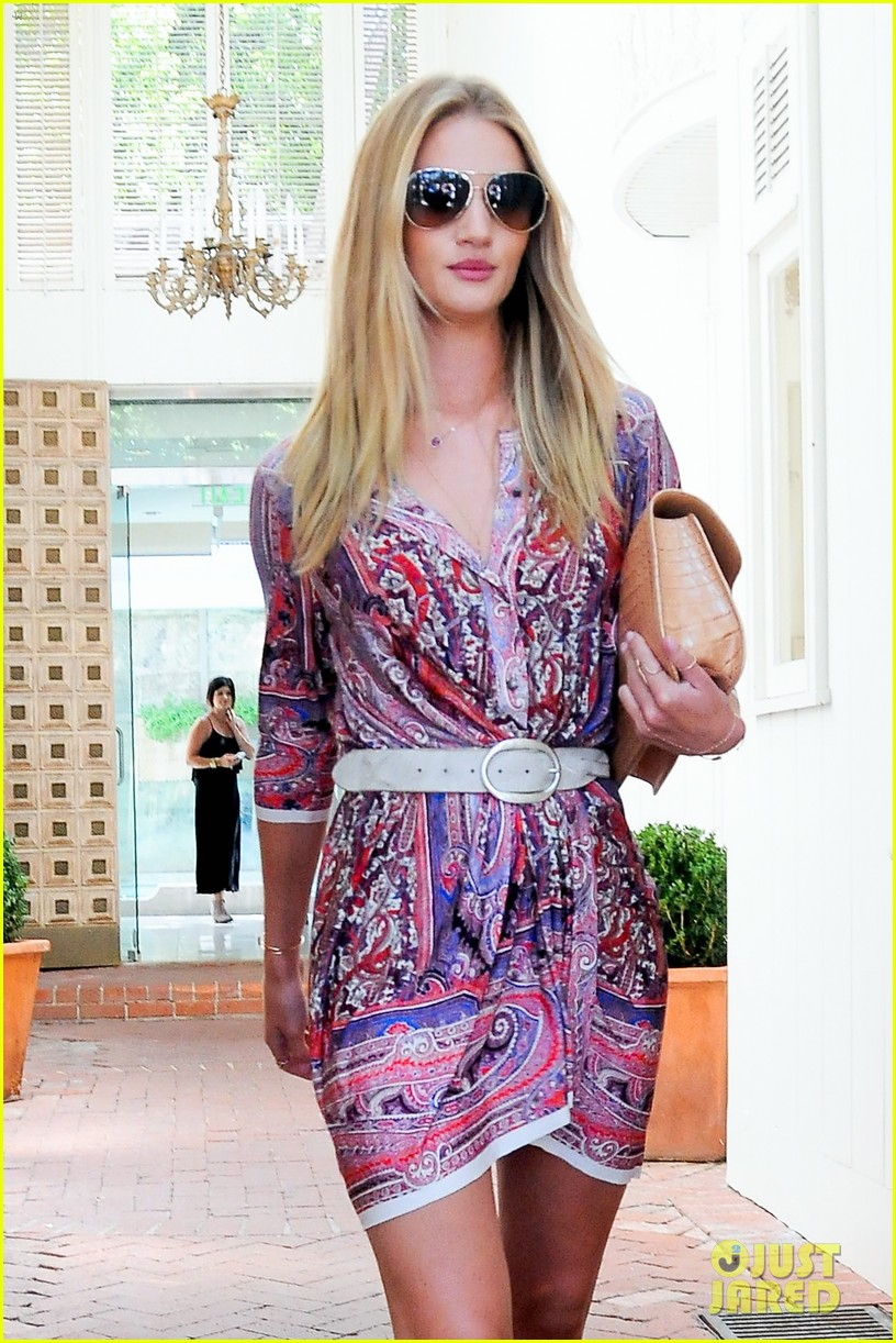 rosie huntington whiteley continues shopping for new home 132917024