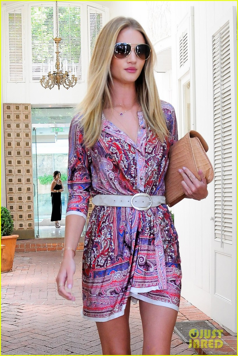 rosie huntington whiteley continues shopping for new home 152917026