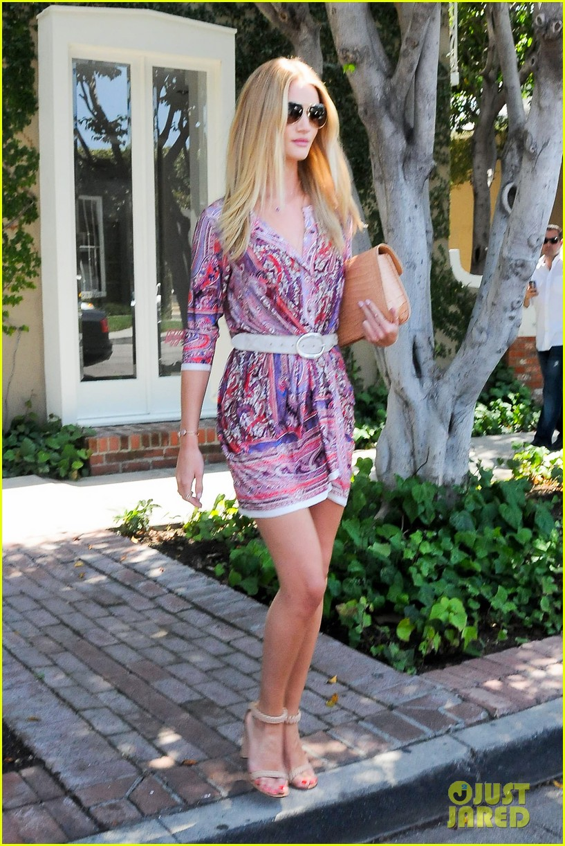 rosie huntington whiteley continues shopping for new home 162917027