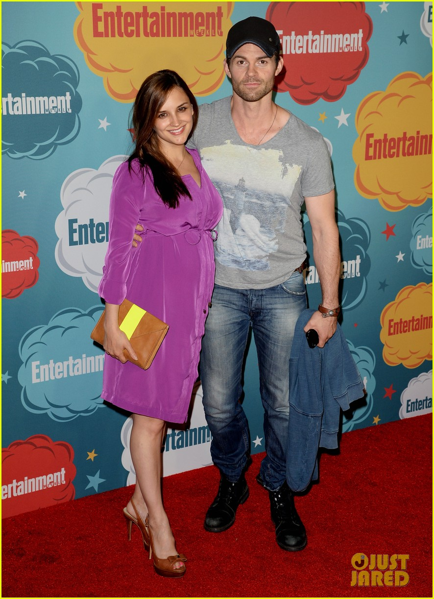 ian somerhalder daniel gillies vampire diaries originals at ew comic con party 01