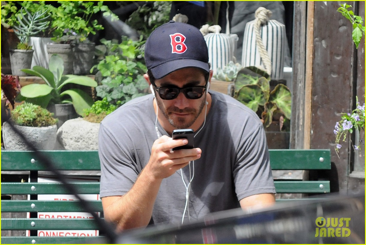 jake gyllenhaal takes his dog for a walk in nyc 022907431