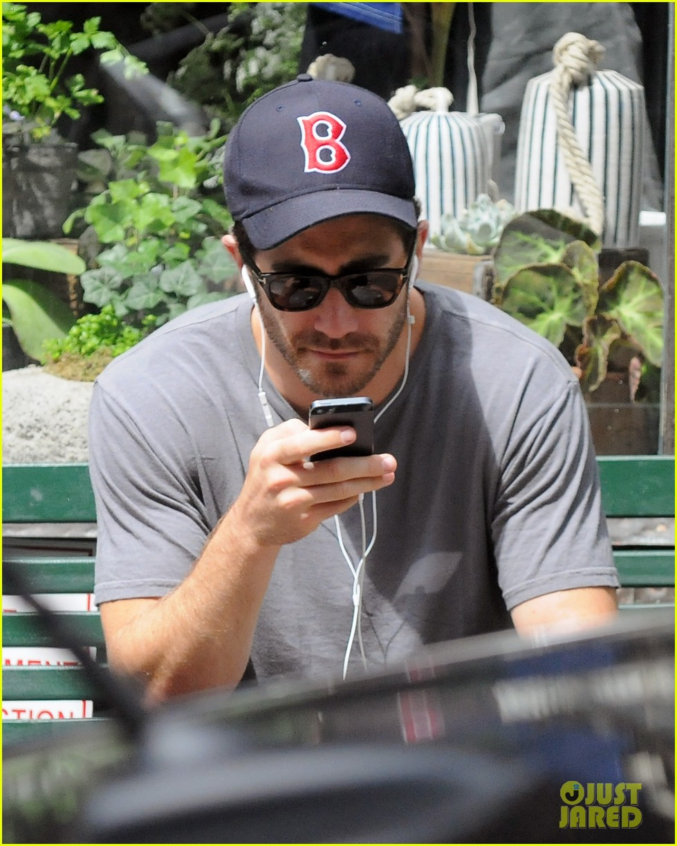 jake gyllenhaal takes his dog for a walk in nyc 082907437