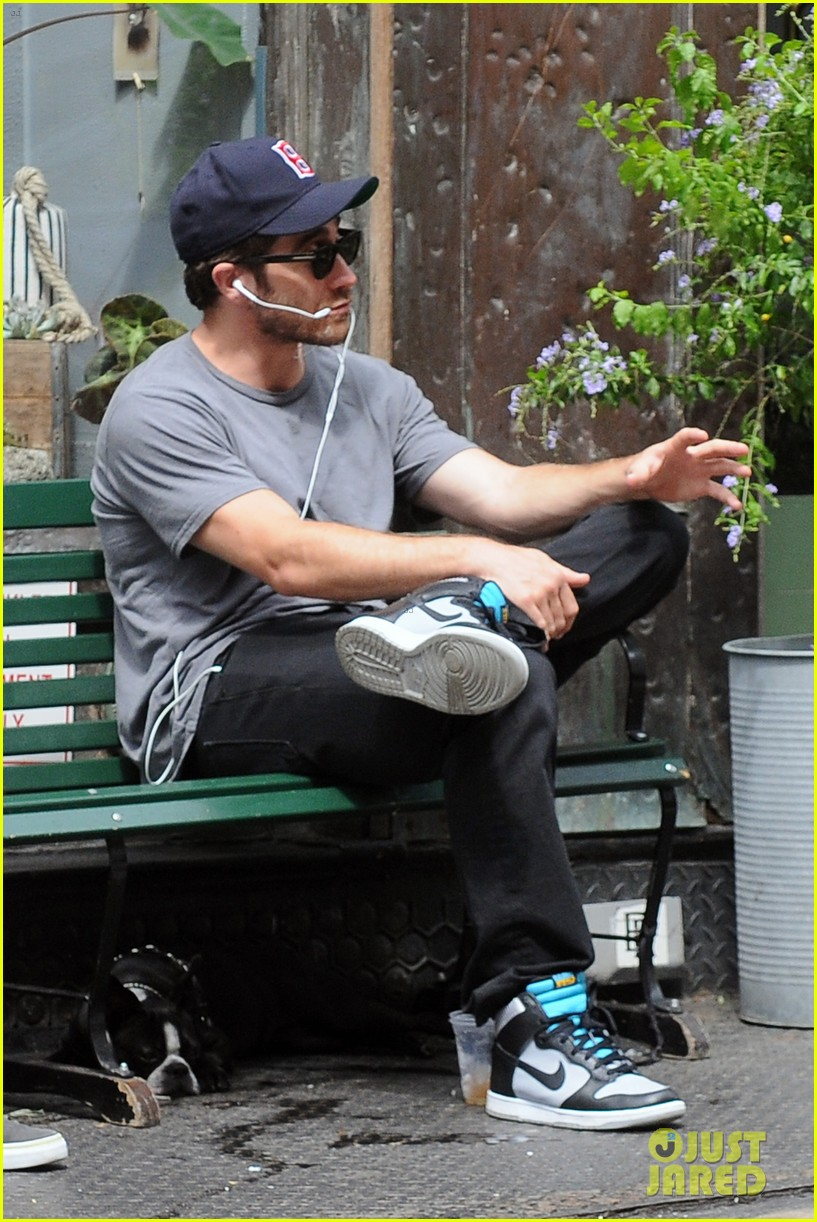 jake gyllenhaal takes his dog for a walk in nyc 122907441