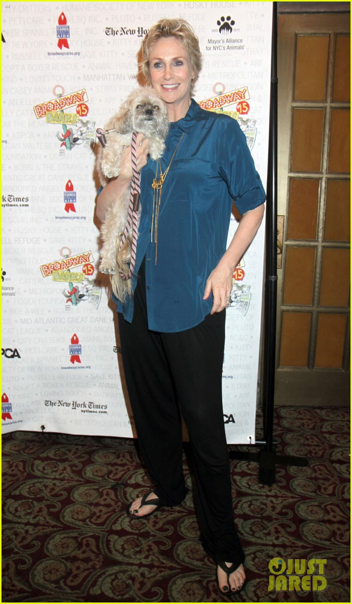 jane lynch steps out following cory monteith death 032909290