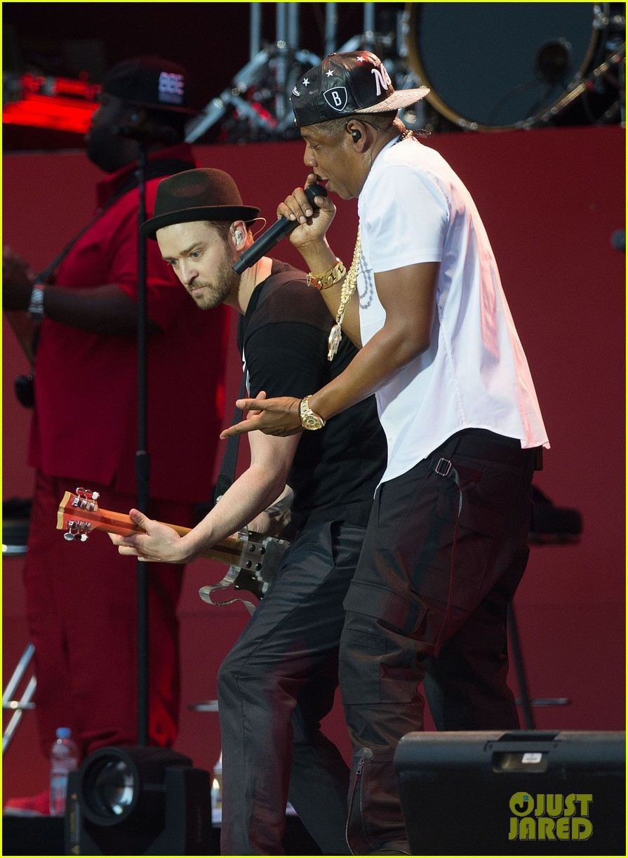 Justin Timberlake & Jay-Z Duet 'Holy Grail' in London (Video