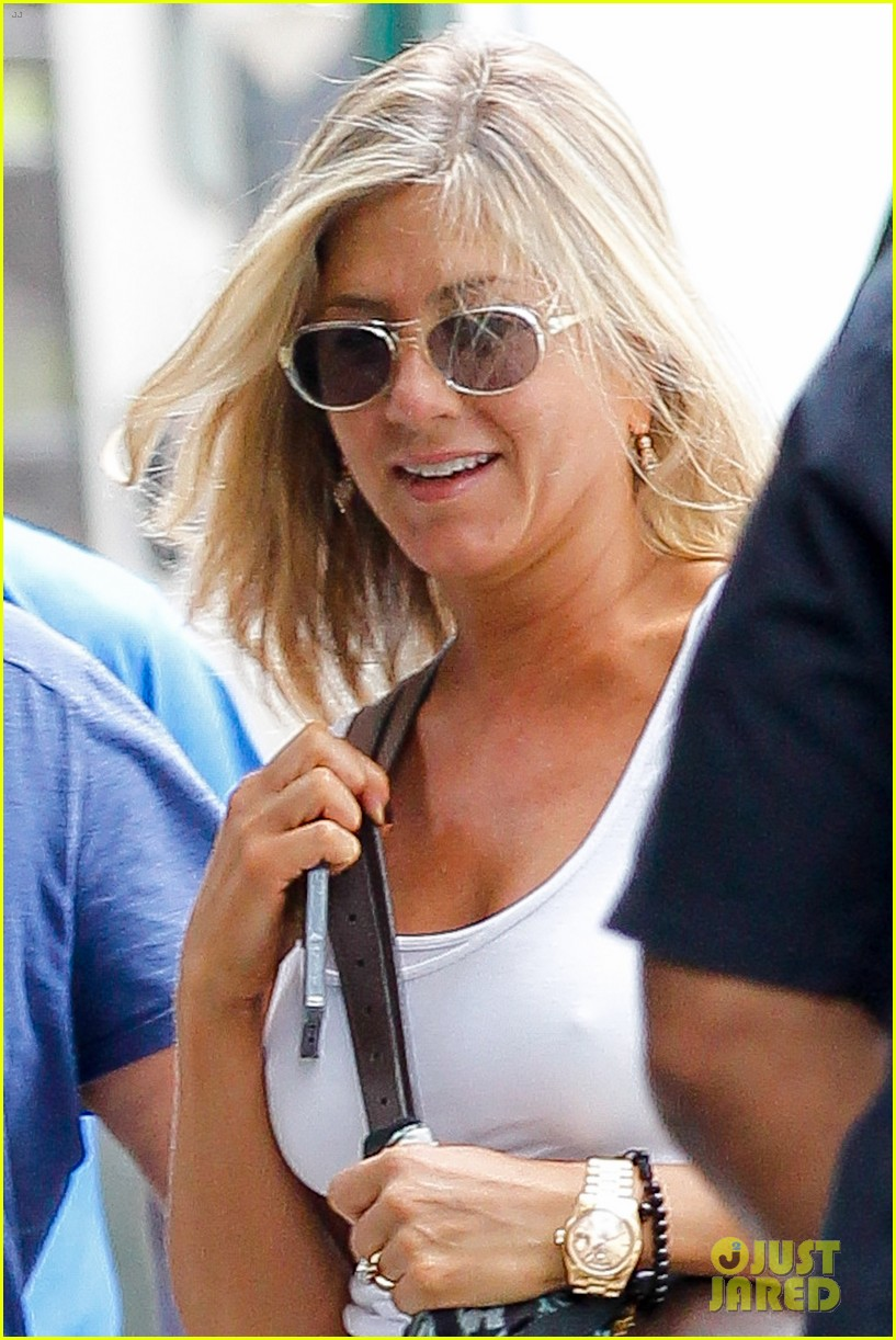 jennifer aniston beats the heat on squirrels to nuts set 022914630