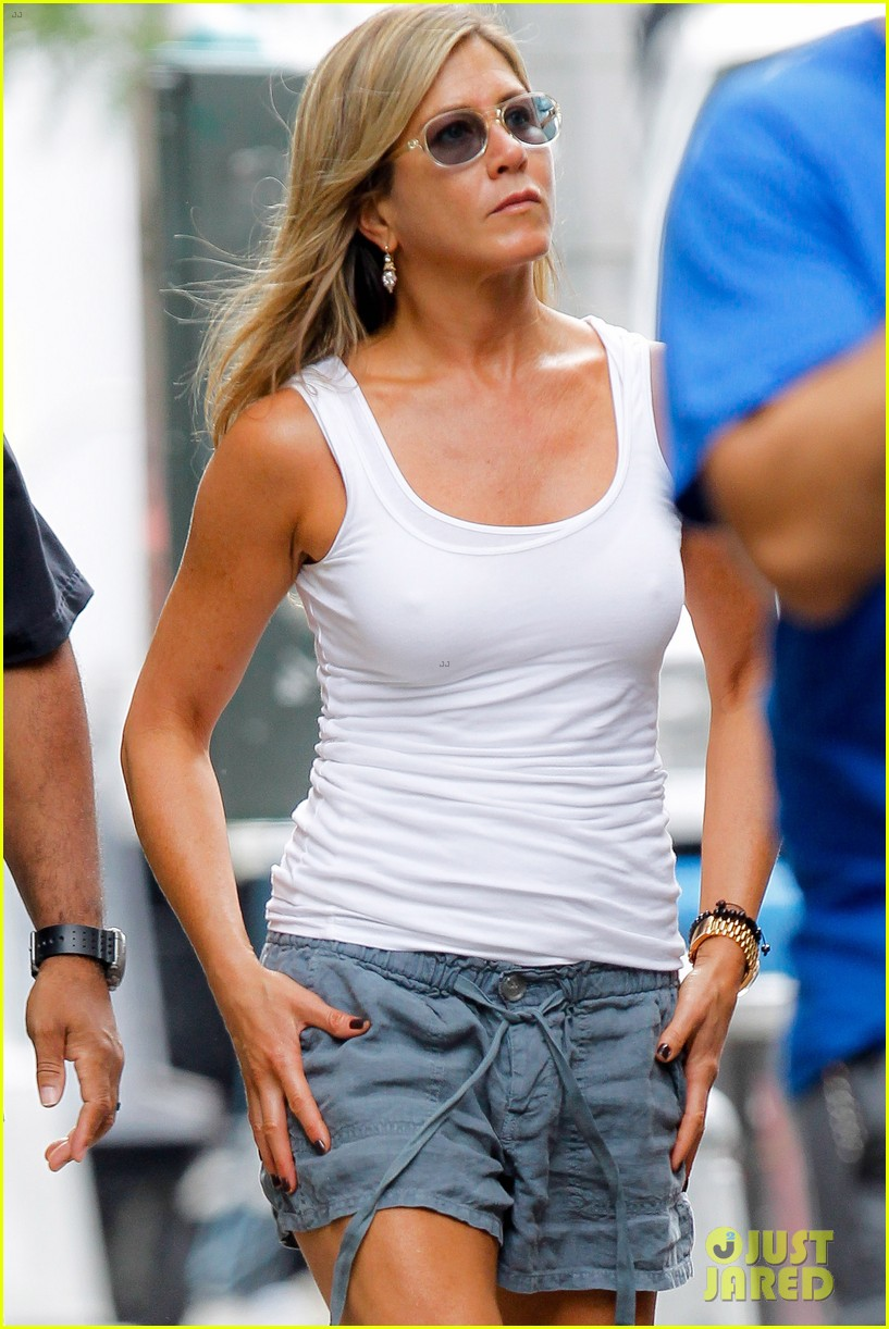 jennifer aniston beats the heat on squirrels to nuts set 042914632