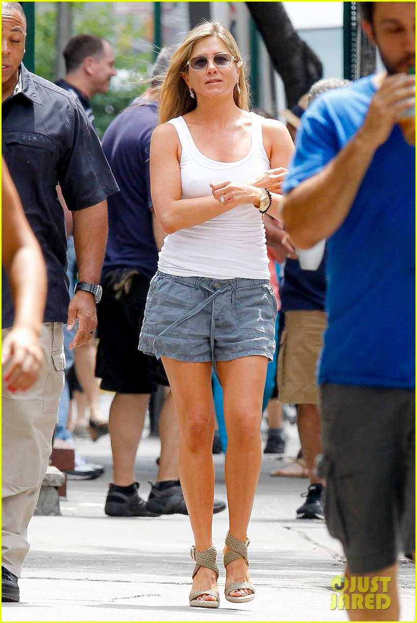 jennifer aniston beats the heat on squirrels to nuts set 112914639