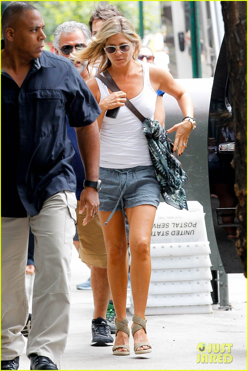 jennifer aniston beats the heat on squirrels to nuts set 12