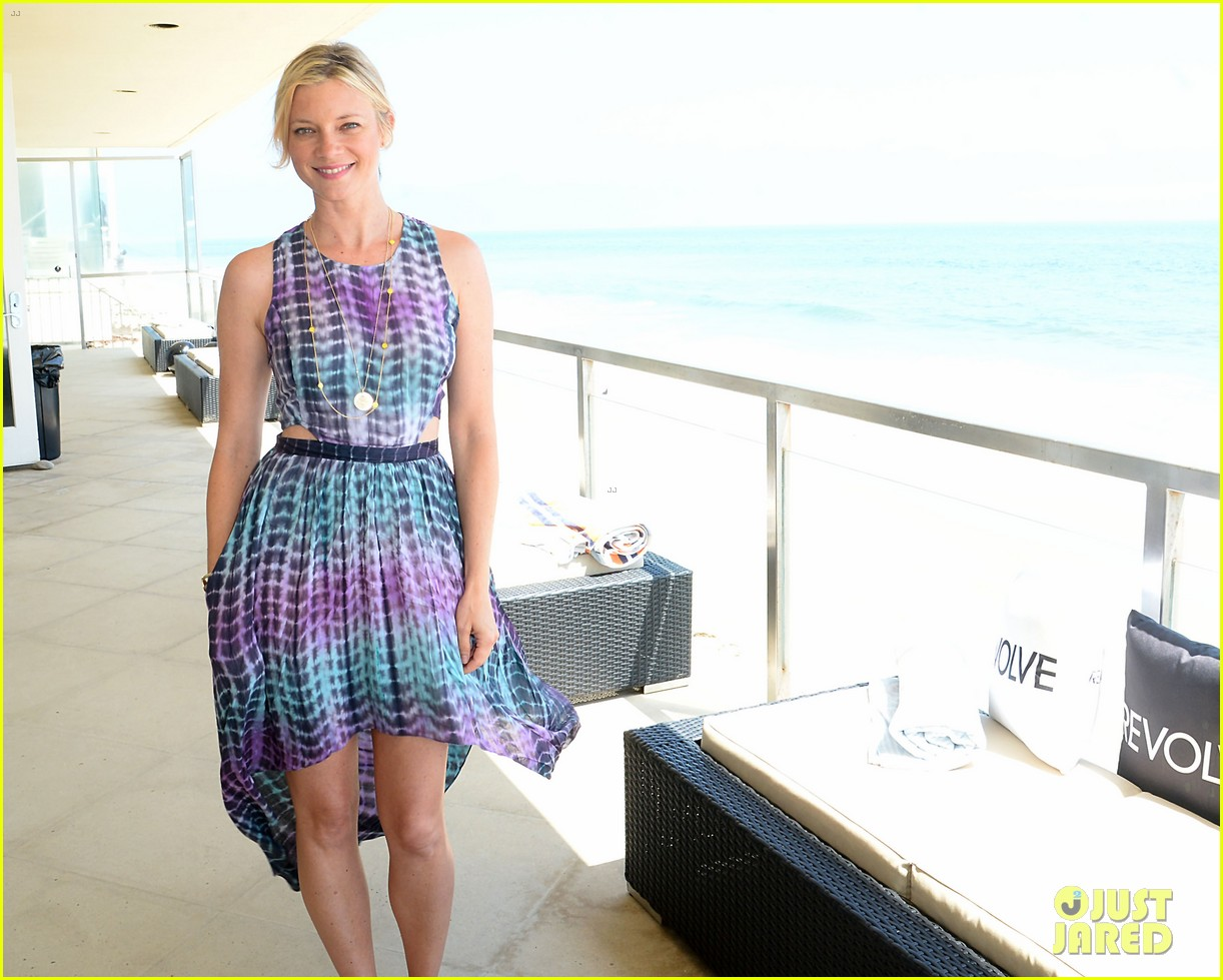 jessica pare jaime king revolve beach house summer style day 062909361