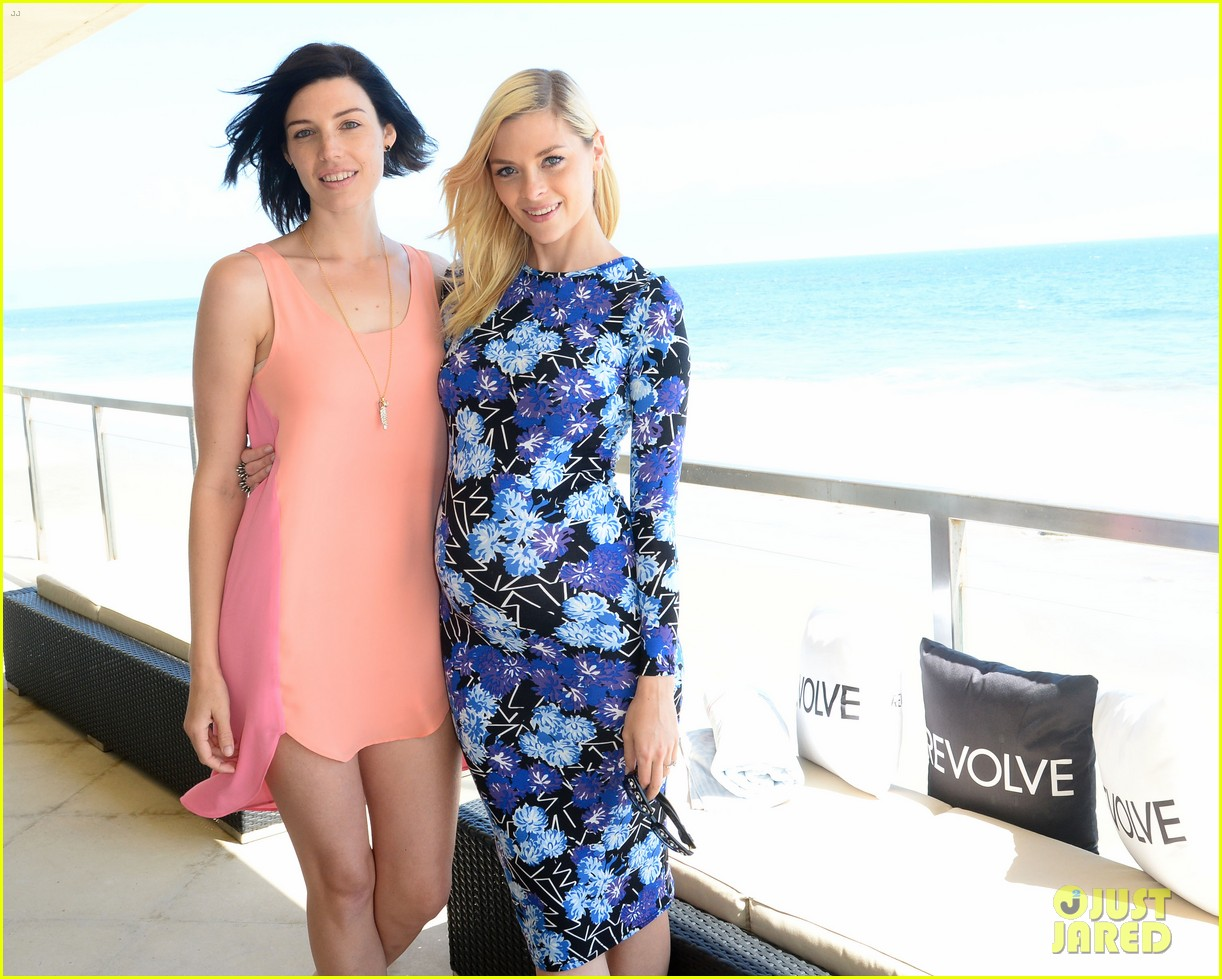 jessica pare jaime king revolve beach house summer style day 132909368